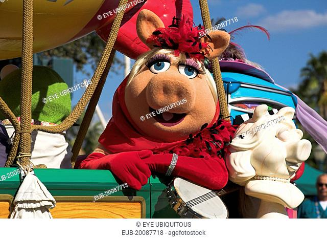 Walt Disney World Resort. Disney MGM Studios. Miss Piggy character from The Muppets in the Stars and Motor Cars Parade