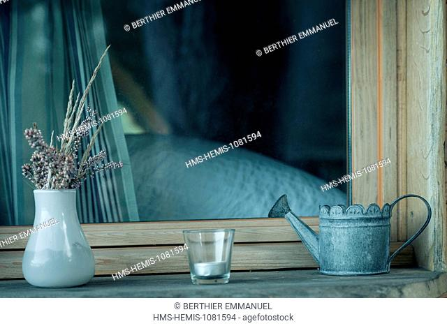 France, Morbihan, Nivillac, treehouse in unusual accommodation site of the Pertuis Rofo