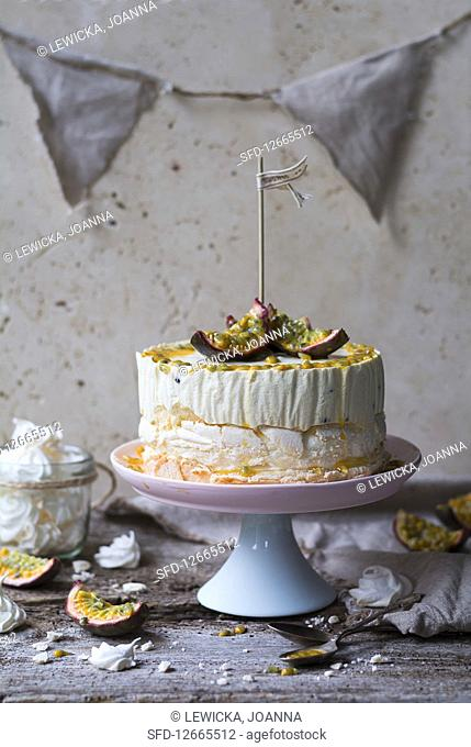 Ice cream cake with meringue and passion fruit