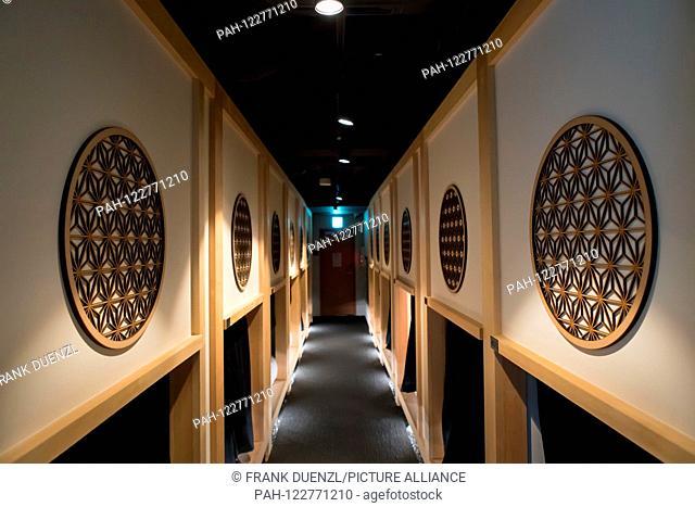 Hotel Zen Tokyo, a fancy capsule hotel with minimalistic Japanese design in Ningyocho, in May 2019. | usage worldwide. - Tokyo/Tokyo/Japan