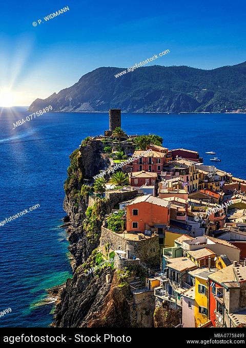 Fishing village of Vernazza, UNESCO World Heritage Cultural Site, Cinque Terre, Riviera di Levante, province of La Spezia, Liguria, Italy, Europe