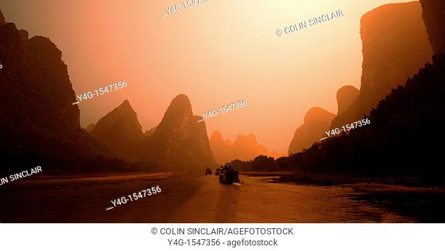 Li River cruise between Guilin and Yangshuo, Guangji province, S  China