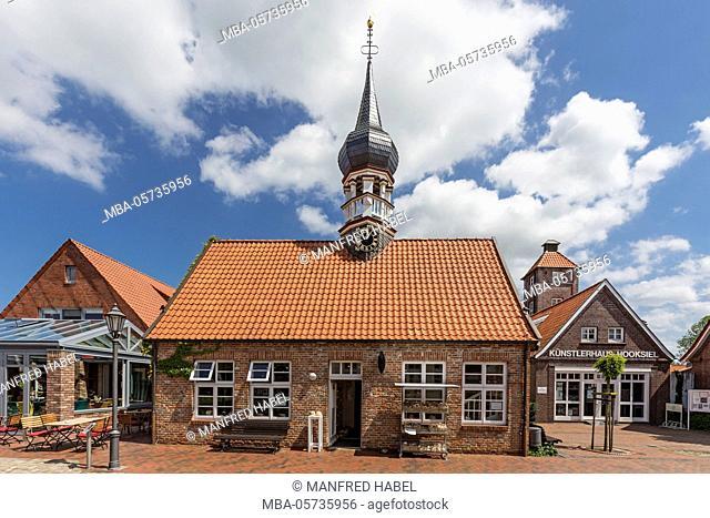 'Muschelmuseum' of Hooksiel with onion-domed tower, former 'Künstlerhaus', school, town hall, tourist information, 'Künstlerhaus' of Hooksiel on the right side