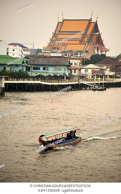 Wat Kanlayanamit temple viewed from the Memorial Bridge over the Chao Praya Bangkok, Thailand, Asia