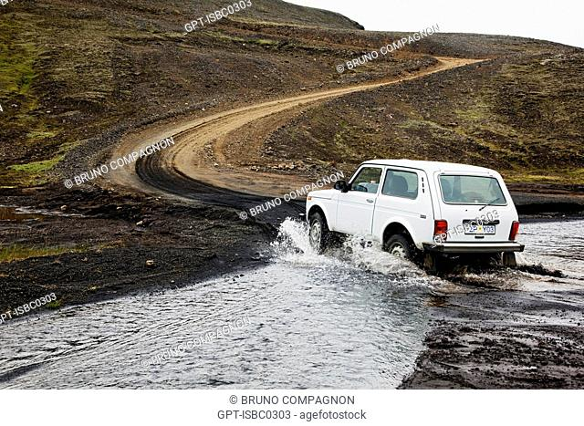 JEEP CROSSING A FORD ON THE ELDGJA FAULT IN THE MOUNTAINOUS REGION OF FJALLABAK, WHICH ENCOMPASSES THE LANDMANNALAUGARS AND SURROUNDING AREAS