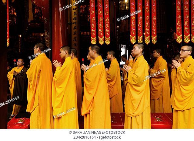 Buddhist ceremony, Jade Buddha Temple, Putuo District, Shanghai, China, Asia