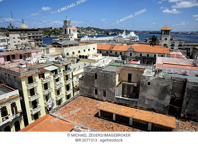 Harbour, view over the rooftops, historic district of Havana, Habana Vieja, Old Havana, Cuba, Greater Antilles, Caribbean, Central America, America