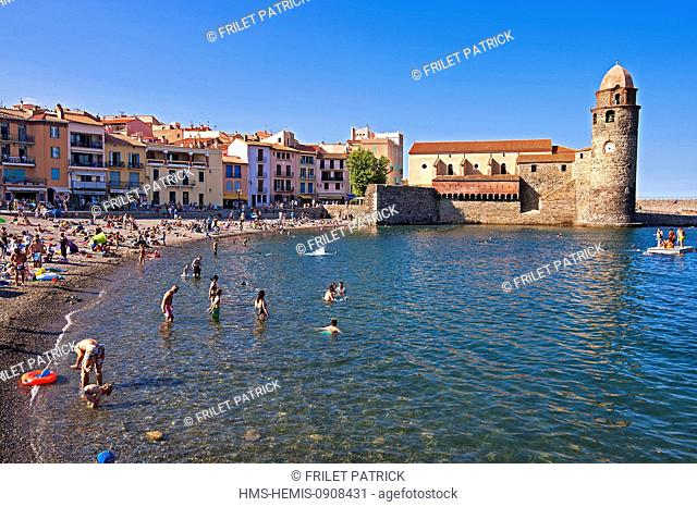 France, Pyrenees Orientales, Cote vermeille, Collioure, the Boramar beach and Notre Dame des Anges (Our Lady of the Angels church)