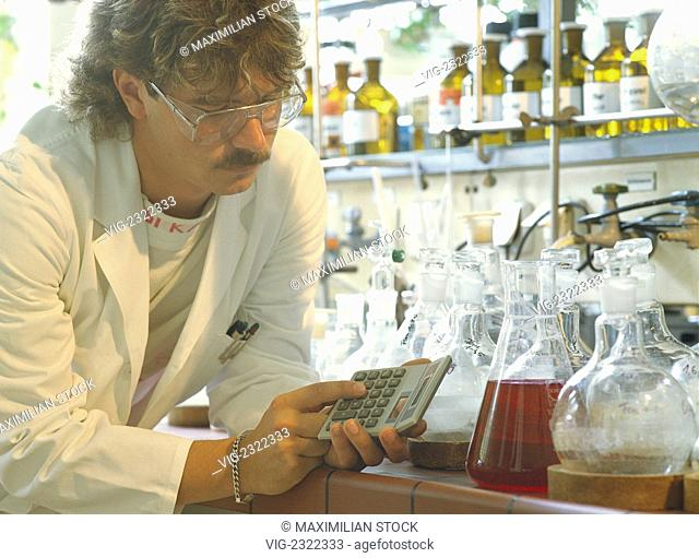 LABORATORY AssISTENT AT WORK , - 01/01/2010