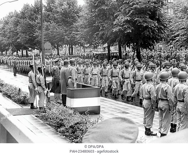 Troops of the US Army marching past a VIP stand during a parade on occasion of the American Independence Day on 4th July 1962 in Berlin