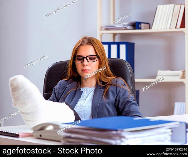 The busiesswoman employee with broken leg in office