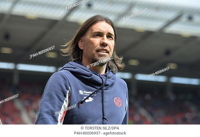 Mainz's coach Martin Schmidt before the German Bundesliga soccer match between FSV Mainz 05 vs Hamburger SV in the Coface-Arena, Mainz, Germany, 30 April 2016