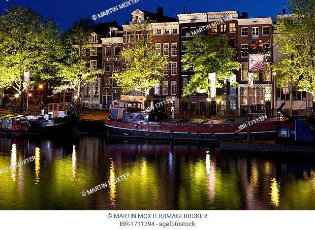 Old canals and commercial buildings with houseboats, Herengracht, Amstel river, Amsterdam, Holland, Netherlands, Europe