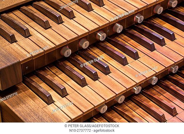 Pipe organ keyboards