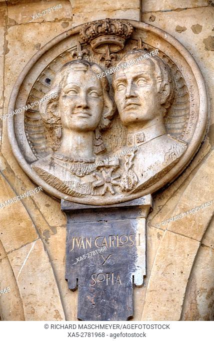 Medallion of King Carlos and Queen Sophia, Plaza Mayor, Salamanca, UNESCO World Heritage Site, Spain
