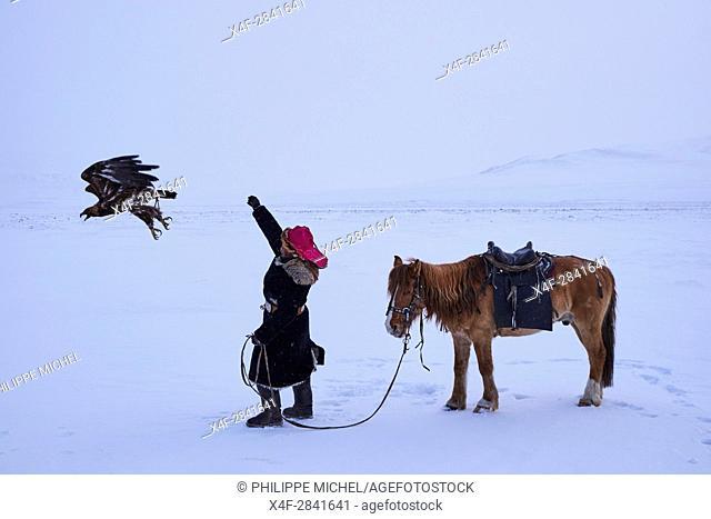 Mongolia, Bayan-Ulgii province, Golden eagle hunting, Kazakh Egale hunter