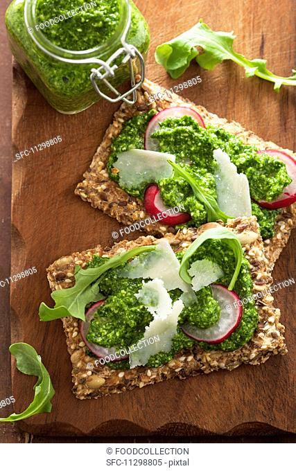 Crispbread topped with rocket pesto and radishes