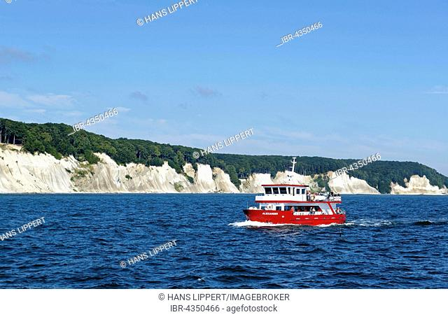 Boat off the chalk cliffs, Jasmund National Park, in Sassnitz, Baltic Sea, Rügen, Mecklenburg-Western Pomerania, Germany