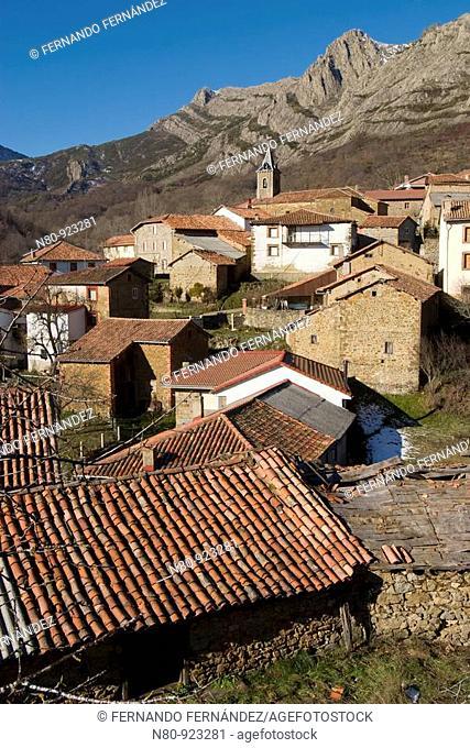 Pueblo de Tejerina, cuna de buenos pastores trashumantes  Valle de Riaño  Parque Regional de los Picos de Europa  León  Castilla y León  España