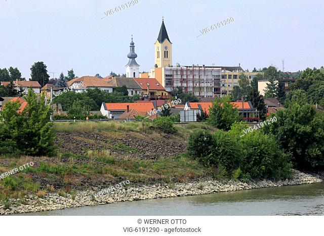 UNGARN, PAKS, 21.06.2018, Hungary, South Transdanubia, Tolna County, Paks, Danube, Danube bank, city view, Reformed Church behind and The Heart of Jesus Church