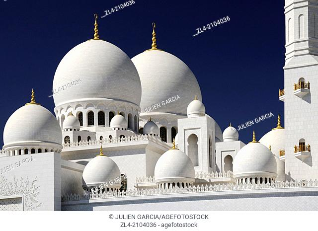The white marble domes of the mosque. United Arab Emirates, UAE, Abu Dhabi, Sheikh Zayed Grand Mosque
