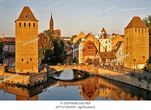 THE PONT COUVERTS COVERED BRIDGE AND CATHEDRAL, STRASBOURG, BAS-RHIN 67, ALSACE, FRANCE
