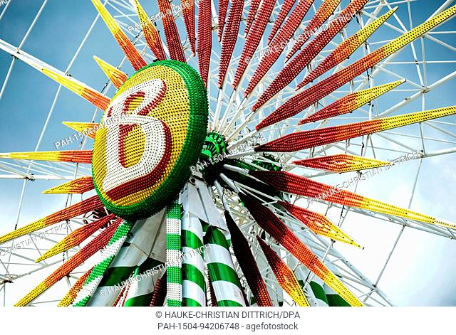 A ferris wheel on the funfair Cranger Kirmes in Herne (Germany), 03 August 2017. | usage worldwide. - Herne/Nordrhein-Westfalen/Germany
