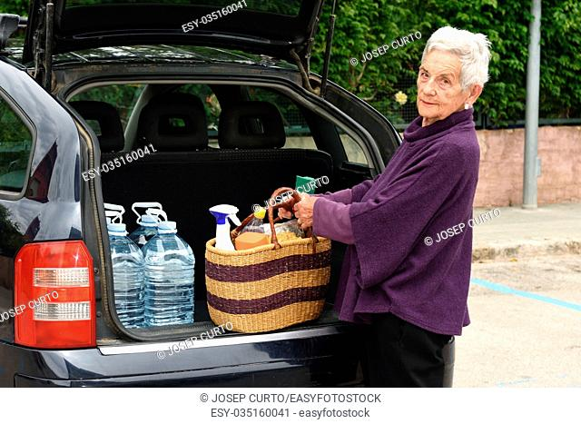 Old woman downloading the car purchase