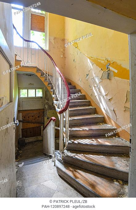 29.05.2019, Brandenburg, Wunsdorf: The former military site House of the officers - an old staircase. The site was military gymnastics (1919)