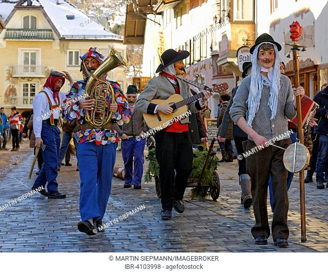 Fasching carnival with musicians and Maschkera, Mittenwald, Werdenfelser Land, Upper Bavaria, Bavaria, Germany