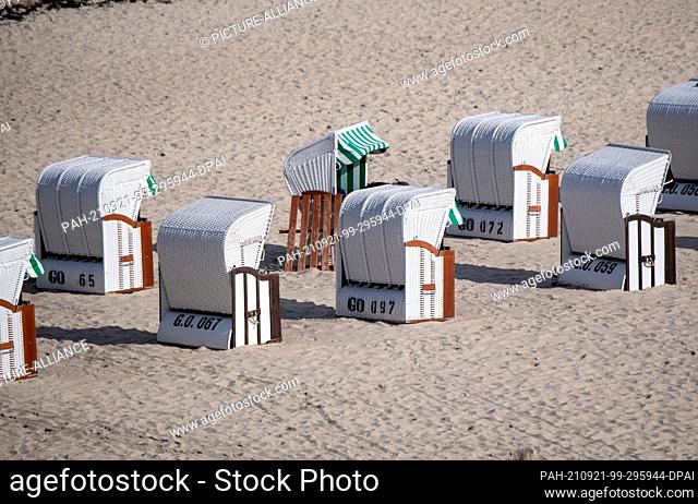 20 September 2021, Mecklenburg-Western Pomerania, Sellin: Beach chairs stand on the beach of Sellin on the island of Rügen in front of the pier