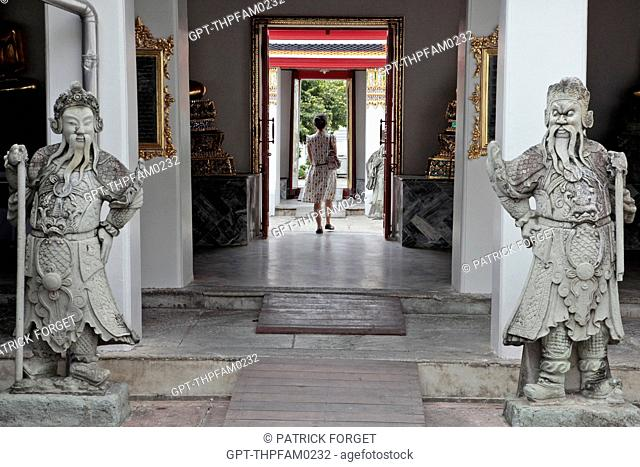STONE STATUES OF CHINESE GUARDS, WAT PHO WAT PHRA CHETUPON OR TEMPLE OF THE RECLINING BUDDHA, BANGKOK, THAILAND, ASIA
