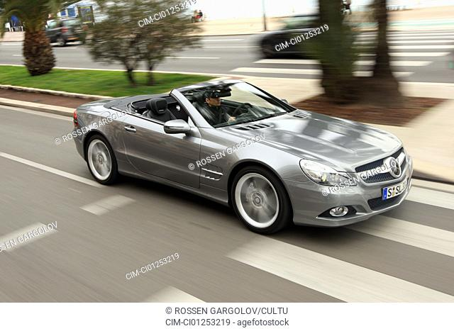 Mercedes SL 350, model year 2008-, anthracite, driving, diagonal from the front, frontal view, side view, City, landsapprox.e, open top