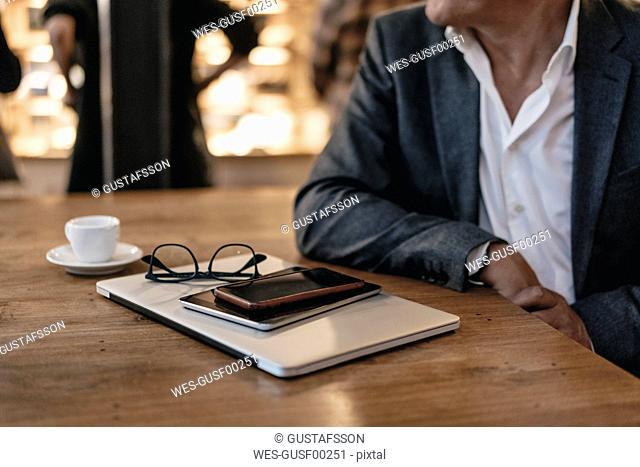 Businessman taking a break in a cafe