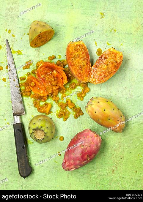 higos chumbos / prickly pears