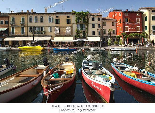Italy, Veneto, Lake District, Lake Garda, Lazise, boat harbor and Via Fontana