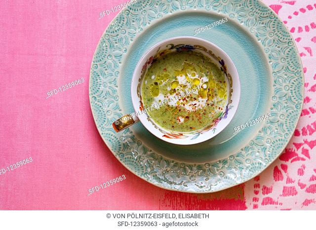 Broccoli soup with coconut milk, spinach, olive oil and chili