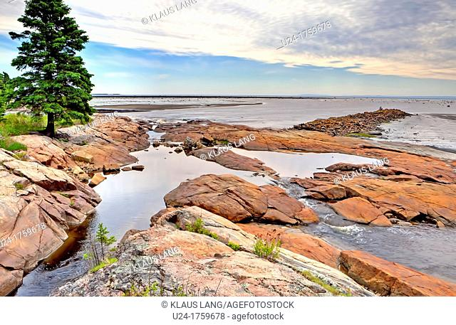 Rocky Shores, Longue Rive, North Shore, St Lawrence, Cote Nord, Quebec, Canada