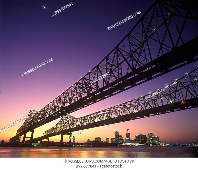 Crescent City Bridges, Mississippi River, New Orleans, Louisianna, Usa
