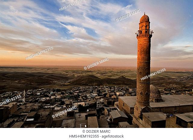 Turkey, Eastern Anatolia, town of Mardin, towered by a minaret of Ulu Camii Mosque overhanging the Mesopotamia plain