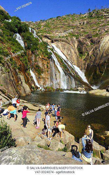 The Ézaro waterfall (in Galician: Fervenza do Ézaro) or the Jallas waterfall, is a waterfall that forms the Jallas river at its mouth to the sea
