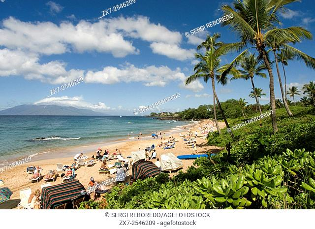 Maluaka beach on the south shore of Maui Hawaii. Maluaka Beach is just south of Wailea at the end of Makena Road. The entrance is off of the main street so most...