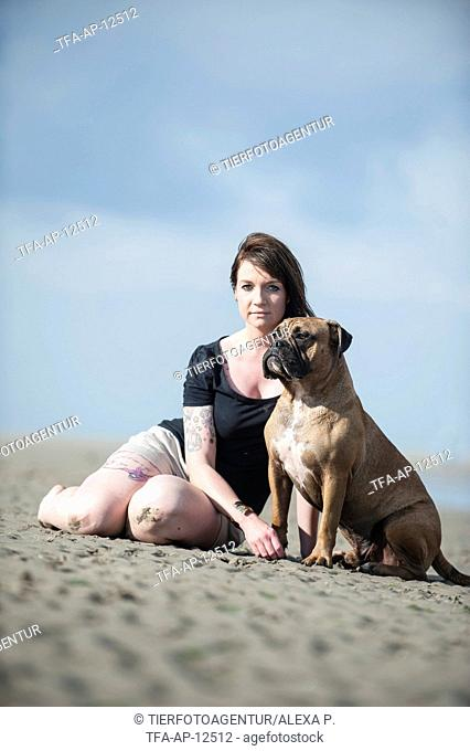 woman and Olde English Bulldog