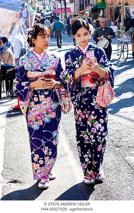 Japan, Hoshu, Tokyo, Asakusa, Girls in Kimono