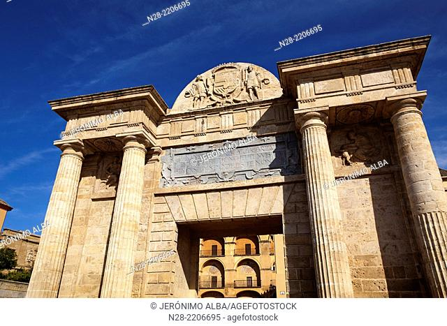 Puerta del Puente town gate beside Roman bridge, Cordoba, Andalusia, Spain