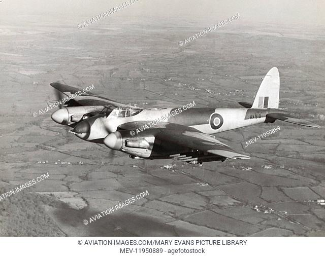 Royal Air Force RAF de Havilland Dh-98 Mosquito Fb-6 Flying Enroute