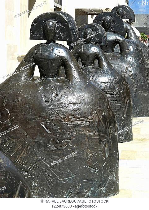 Málaga España  Esculturas de las Meninas del artista Manolo Valdés en la Calle Larios de la ciudad de Málaga  Sculptures of the artist's Meninas Manolo Valdés...
