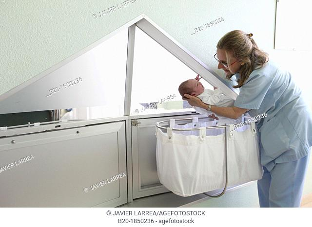 Newborn, Nurse Care, Maternity, Donostia Hospital, San Sebastian, Donostia, Gipuzkoa, Basque Country, Spain