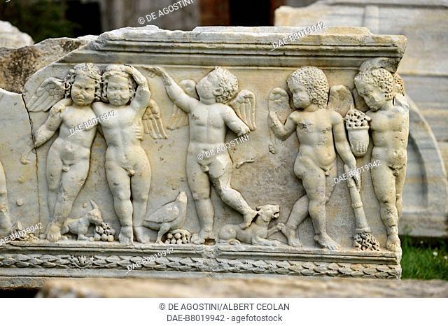 Sarcophagus decorated with putti, Manastirine necropolis, Salona, Solin, Croatia. Paleo-Christian civilization