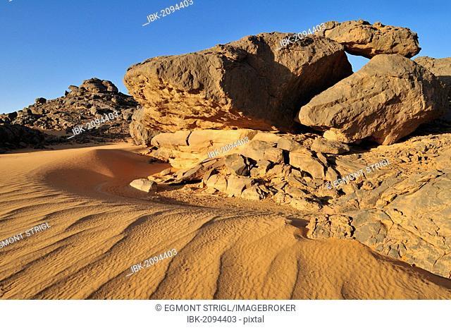 Sandstone rock formation and sand dunes, Adrar Tekemberet, Immidir, Algeria, Sahara, North Africa